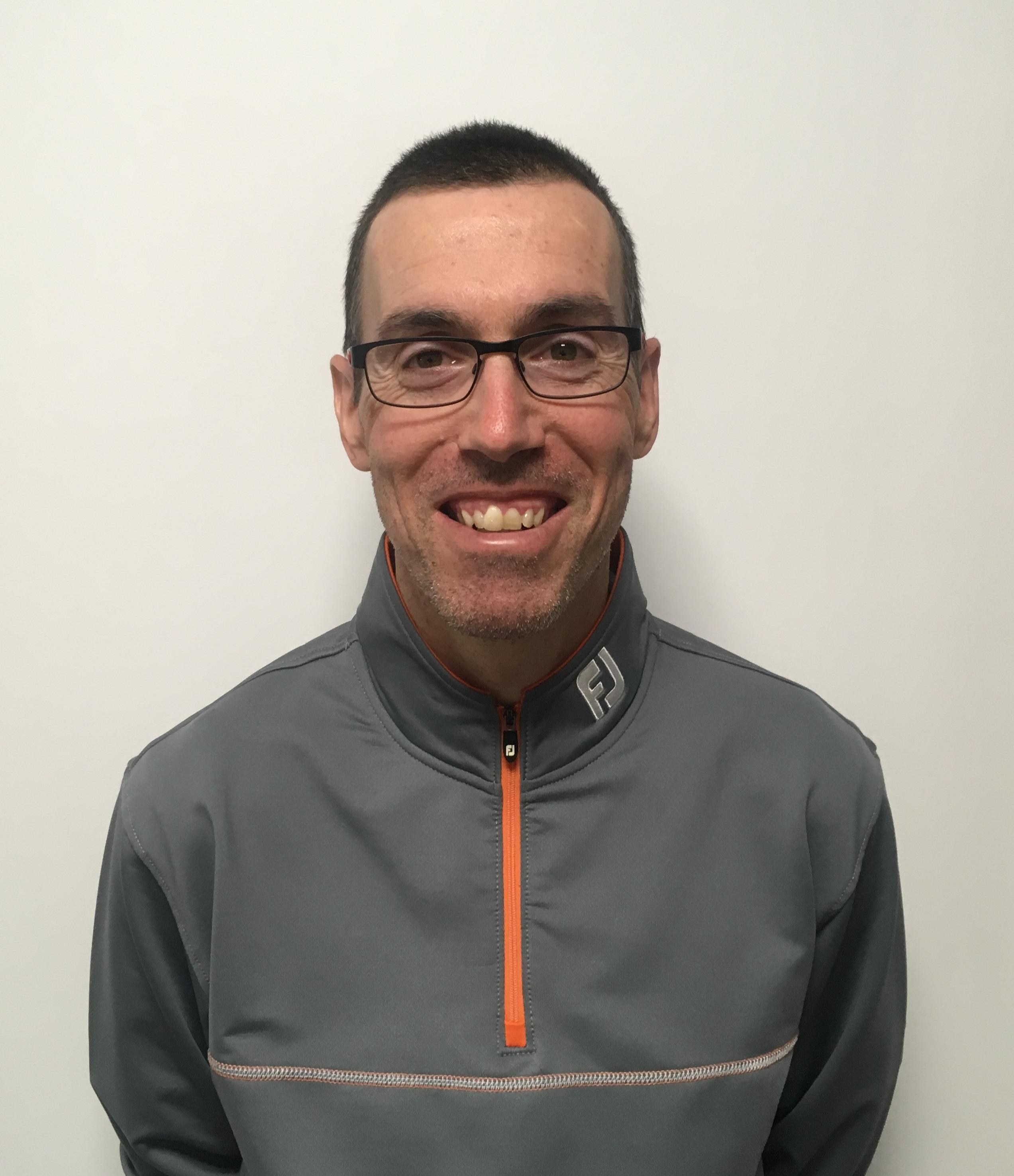 Dom, Fitteur et joueur professionnel (ancien du Challenge-Tour)